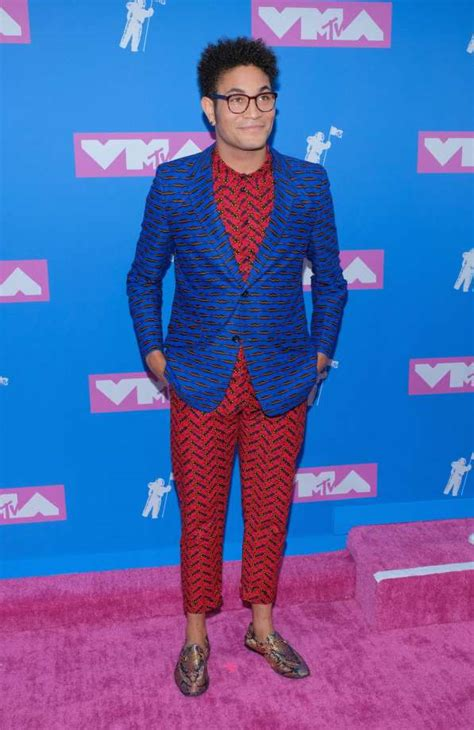 bryce vine red suit 2018 mtv vma awards fashion see which celebrities