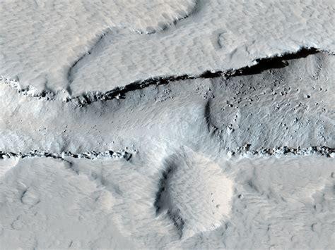 camino vulcanico hirise un camino vulcanico nella regione di tharsis psp