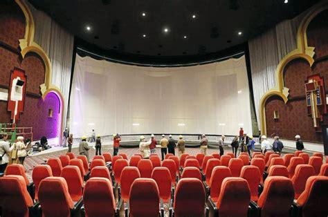 peek   ba warren theatre