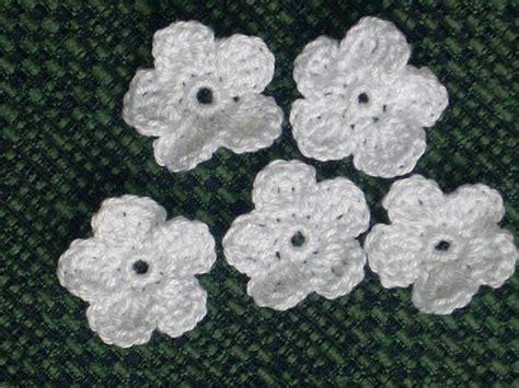 fiori a uncinetto per bomboniere 10 fiori bianchi uncinetto scrapbooking bomboniera