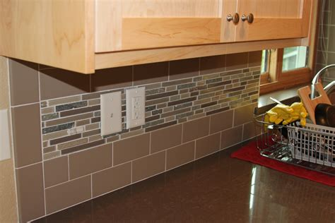 how to the right backsplash to make your kitchen