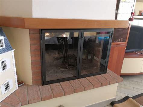 vetro temperato per camini sportelli per camino in ferro verniciato e vetro temperato