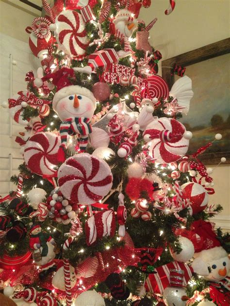love  snowman tree  decked   top  bottom  red  white pepper candy
