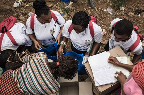 Daniela Ferrari Rzte Ohne Grenzen by Ebolazentrum Unter Osttiroler Regie In Sierra Leone