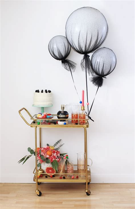 Easy Last Minute Decor Balloon Ceiling by 10 Last Minute Bridal Shower Decoration Ideas