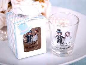 Personalized Glasses For Wedding Favors by Presenting Your Guests With Personalized Glasses For