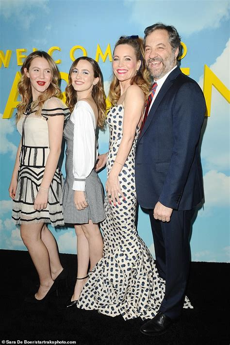 leslie mann daughter actress leslie mann and husband judd apatow are joined by their