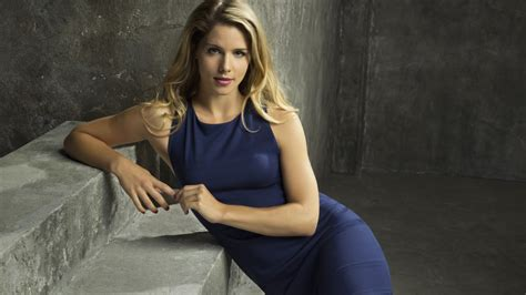wallpaper felicity smoak emily bett rickards arrow