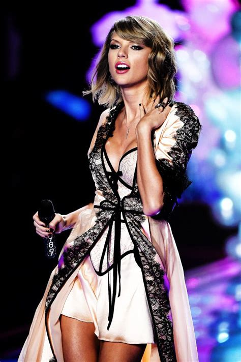 taylor swift style live victoria s secret 2014 victoria s secret fashion show taylor swift