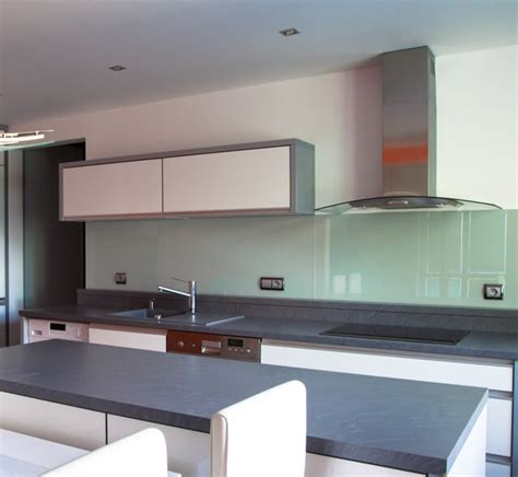 depositphotos 49694899 m 2015 b glass paint technology