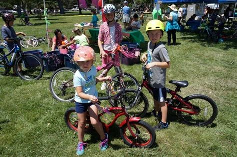 cycle de mayo gets everyone on their bikes a town daily