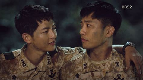 021bfc Softcase Soldier Dots Descendants Of The Sun Iphone6 dots 11 reasons why i prefer seo dae yoo shi jin you re at gera s