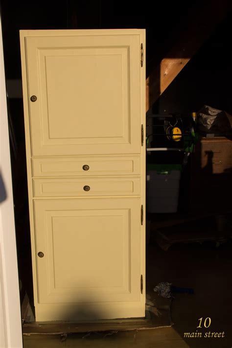 r 233 nover un meuble en bois verni us 233 une armoire pour le