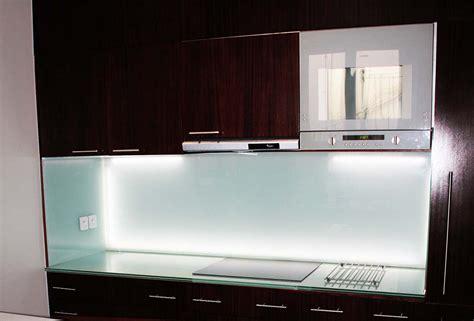 cr馘ence de cuisine en verre cr 233 dence en verre personnalis 233 e pour cuisine righetti
