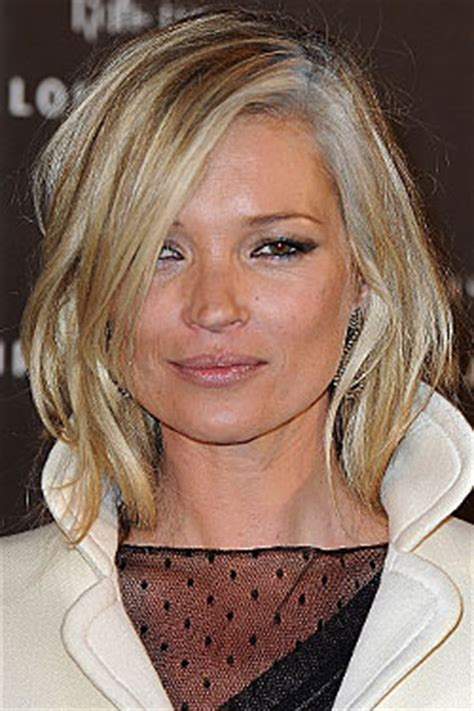 find actress that had a natural gray streak in front kate moss dyed her hair with gray streaks the cut