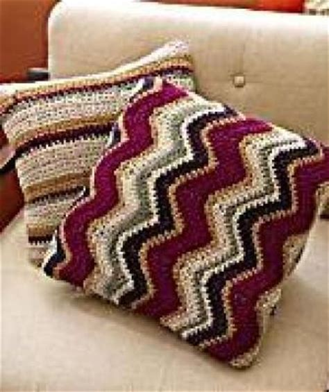 crochet zig zag pillow pattern lion brand crochet zig zag pillow yarn pinterest