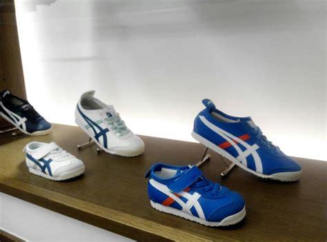 Sepatu Merk Onitsuka mau punya sepatu sneakers kembaran dengan si kecil