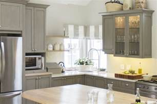 best way to repaint kitchen cabinets painting cabinets without brush marks paint