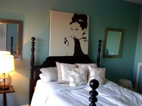 audrey hepburn bedroom audrey hepburn bedroom audrey hepburn inspired bedroom