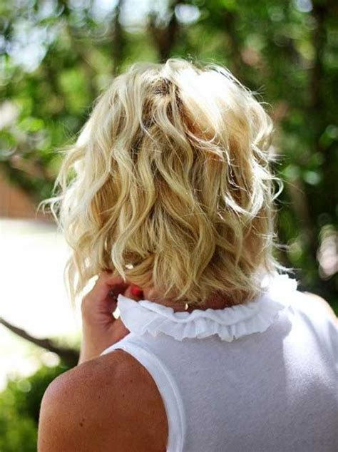 back view of angled piecey bob haircut wavy bob cut 20 stylishly cute bob haircuts crazyforus