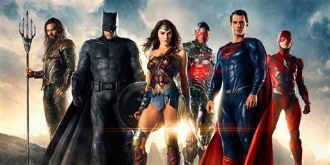 film animasi justice league review justice league falters but superman shines cbr