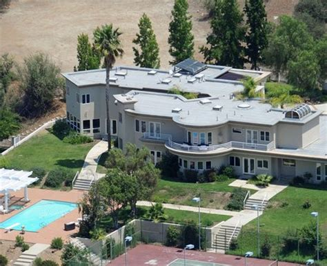 chris brown new house celebrity houses 22 unbelievable pop star homes you wish you lived in photos