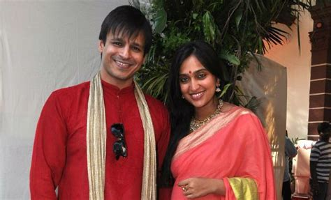 actor vivek daughters photos bollywood actors with not so famous wives 54285