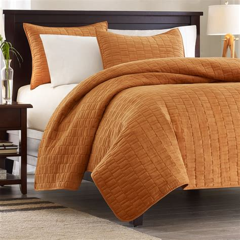 coverlet vs bedspread coverlet vs quilt what is significant difference homesfeed