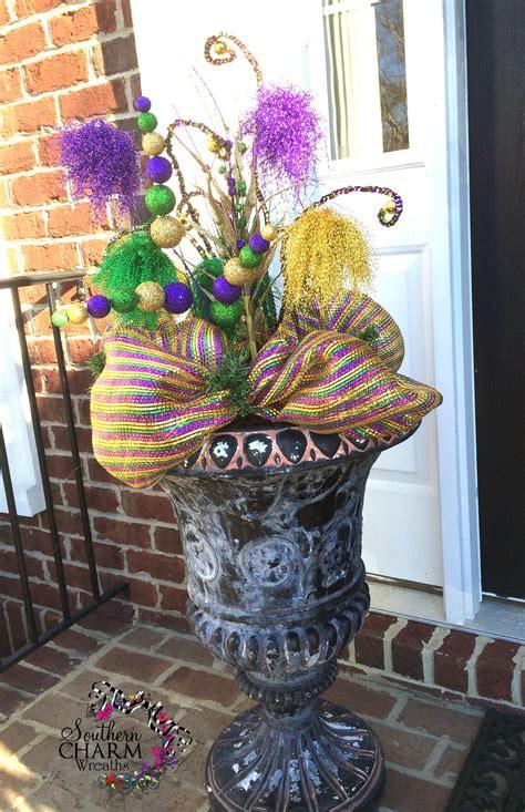 Mardi Gra Decorations by Decorate Your Door For Mardi Gras