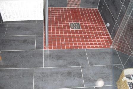 vinylboden begehbare dusche ebenerdige dusche fliesen haus dekoration