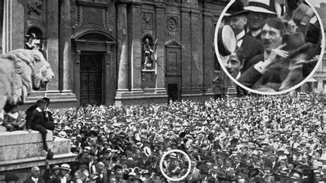 hitler en biografi d 1 191 es falsa la imagen en la que hitler celebra el inicio de