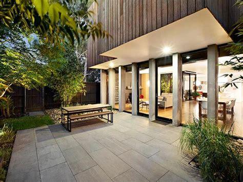 cocheras well park modern home in melbourne by robert simeoni blends