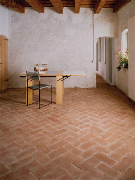 piastrelle in cotto per esterni piastrelle cotto il ferrone cotto artigiano fatto a mano