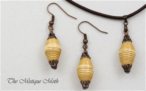 How To Make Necklace With Paper - pretty paper bead jewelry designs