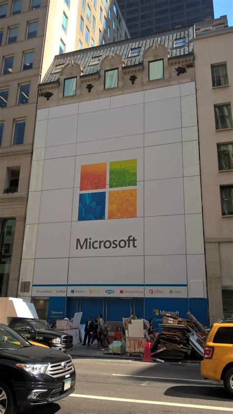 microsoft s flagship store in new york let slip its cover