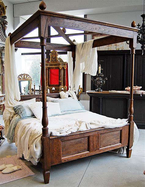 letti baldacchino legno letto a baldacchino in legno antico porte passato