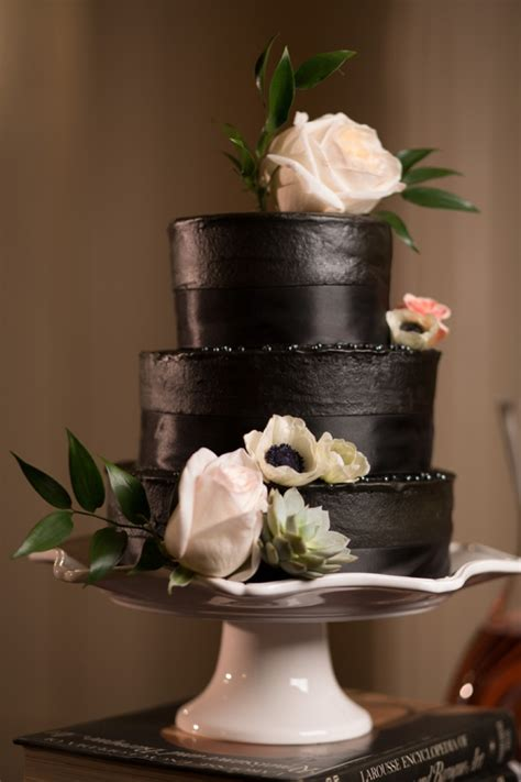 Black Wedding Cake Flowers by 30 Chic Blush And Black Wedding Ideas Weddingomania