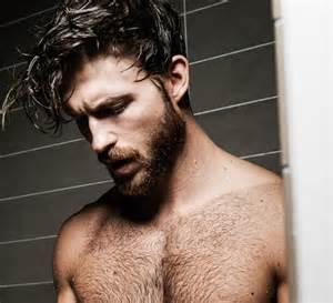 nackter mann unter der dusche die must haves f 252 r ihren kulturbeutel