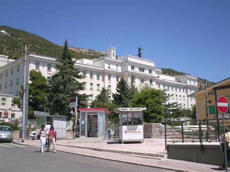 ospedale casa sollievo della sofferenza san rotondo infermiere violenta paziente nell