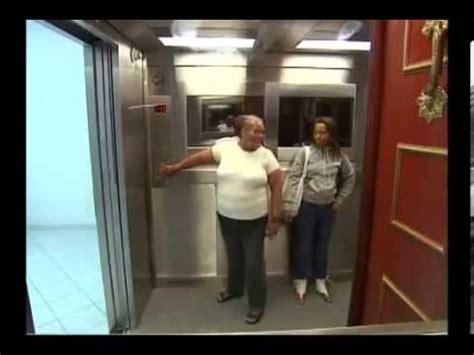 candid ascensore bara si apre in ascensore candid shock