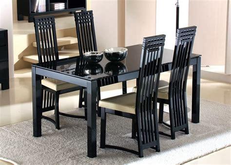 Meja Makan Kaca meja makan kaca minimalis dengan kaki kakinya yang unik