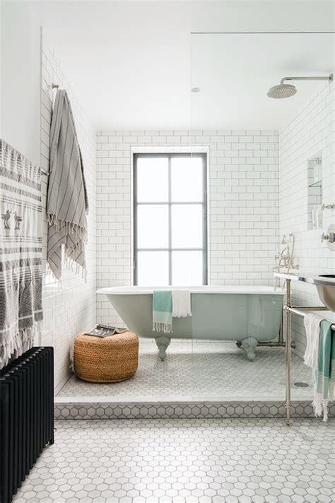 blue tile badezimmer blue and gray bathroom with blue quatrefoil tiles