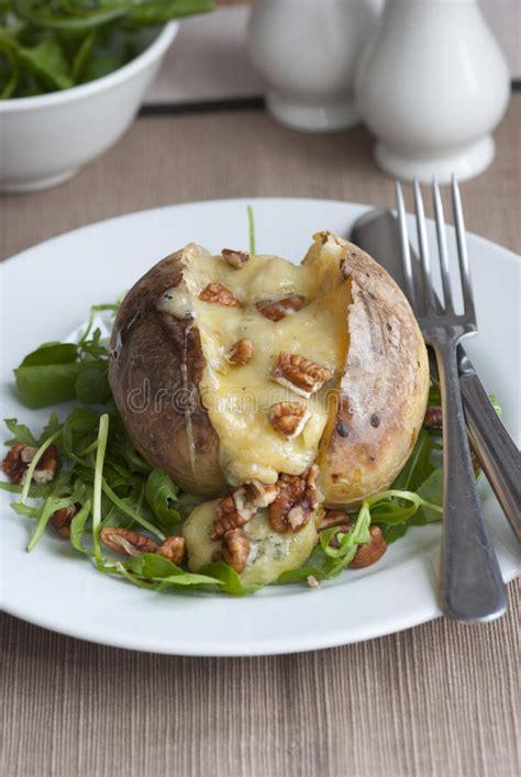 pomme de terre en chambre pomme de terre en robe de chambre image stock image du