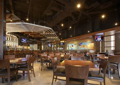 yard house virginia beach yard house opens nov 20 in virginia beach dailypress com