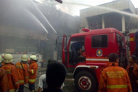 Kaos Pemadam Logo Mobil Damkar gedung sarinah terbakar 14 mobil damkar dikerahkan