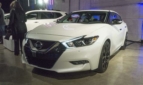 nissan maxima midnight edition white 2017 chicago auto show nissan s midnight editions 187 autonxt