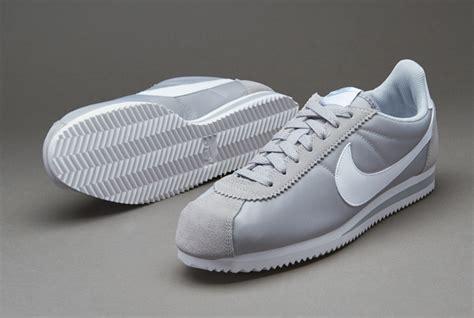 Sepatu Sneakers Rd73 Black Grey sepatu sneakers nike sportswear classic cortez wolf grey