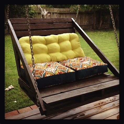 Patio Swing With Footrest Porch Swing From Pallets I Like The Footrest Diy