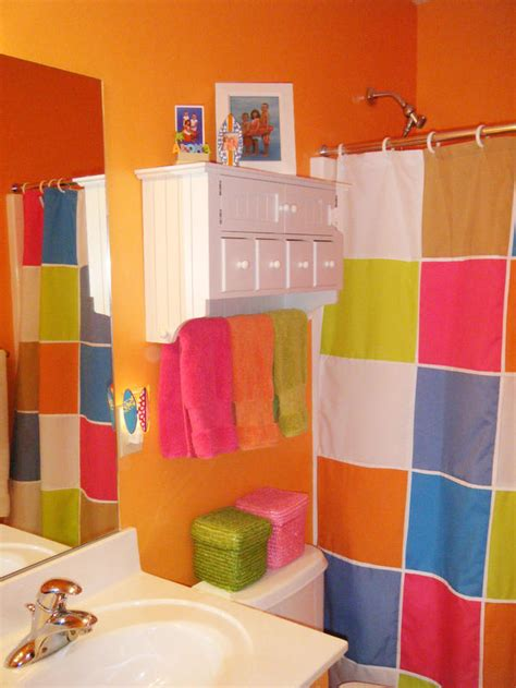 Bright Bathroom Decor Colorful Bathrooms From Hgtv Fans Gender Neutral Bathrooms Neutral Bathroom And Kid Bathrooms
