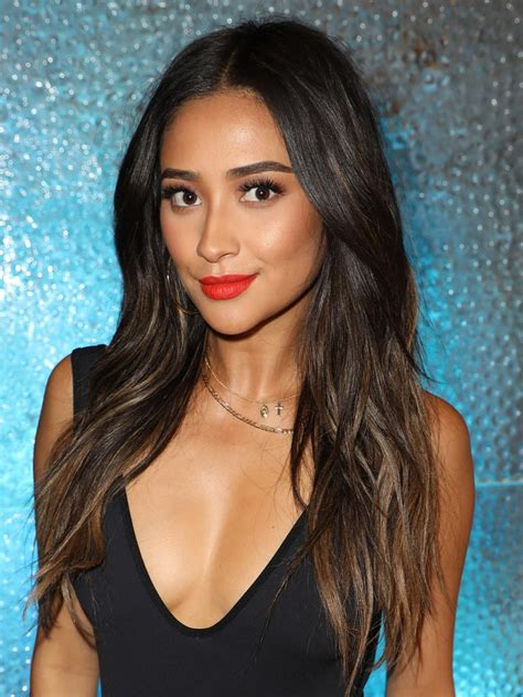 shay mitchell   blonde highlights    real allure